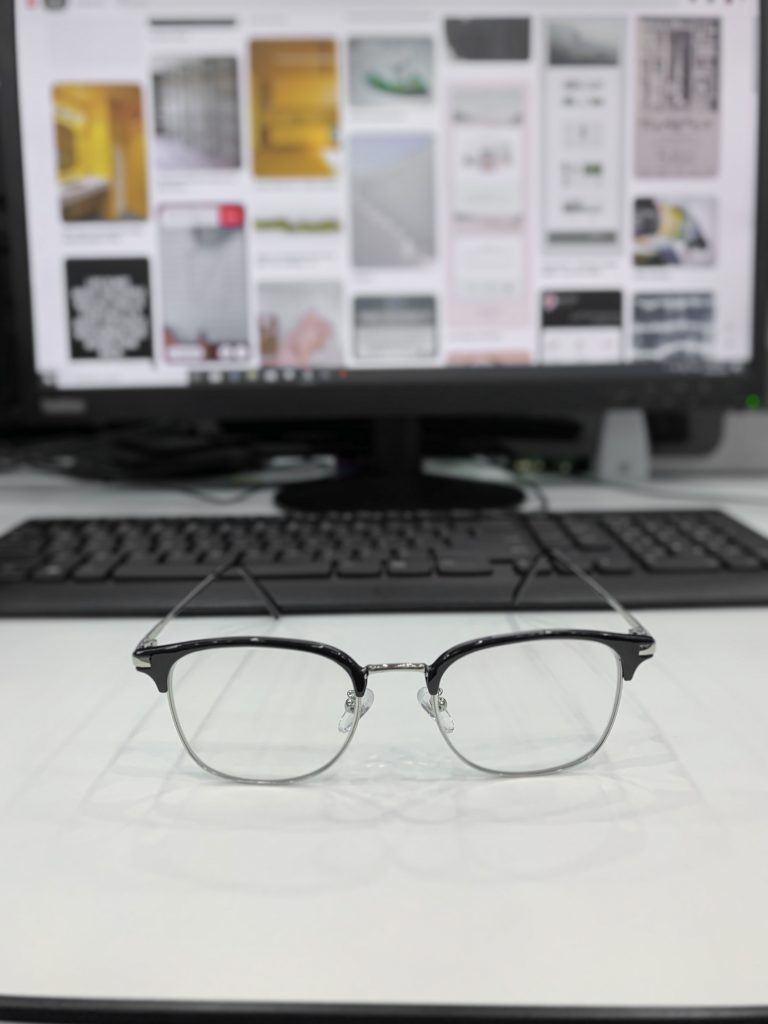 how-to-choose-computer-glasses-for-migraine-relief