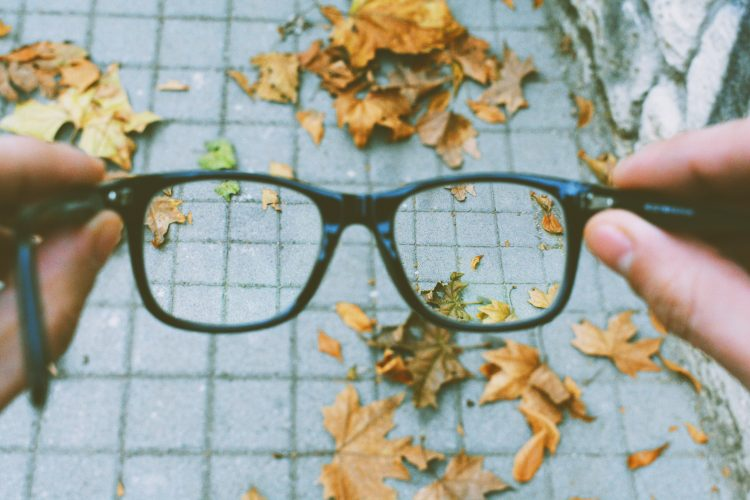 are-blue-light-blocking-glasses-ideal-for-outdoors